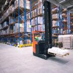 quais são os riscos com empilhadeira no ambiente de trabalho